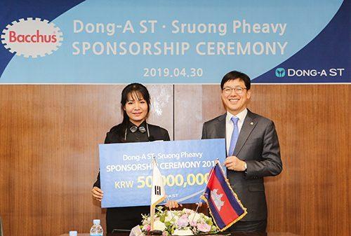 동아ST, 캄보디아 출신 당구선수 '스롱피아비' 후원